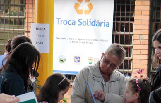 Porto Alegre - RS, 09.05.2015 Edi‹o especial da Troca Solid‡ria - Res'duos por livros Local: EMEF Governador Ildo Meneghetti  Foto: Ivo Gonalves/PMPA