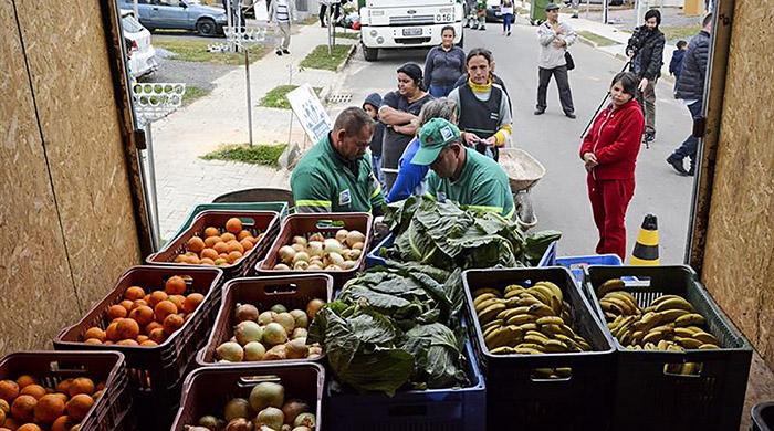 Câmbio Verde troca recicláveis por frutas e verduras