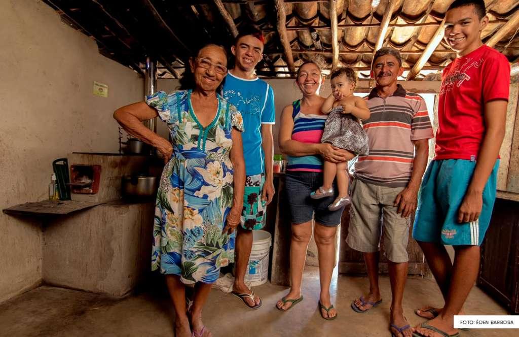 Família atendida pelo projeto No Clima da Caatinga. Foto: Éden Barbosa